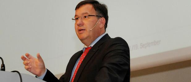 Carl Zeiss-CFO Thomas Spitzenpfeil auf dem Stuttgarter Controller-Forum.