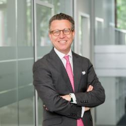 Private Equity sollte auch jetzt in die Baubranche Investieren, findet Constantin Greiner von Munich Strategy.