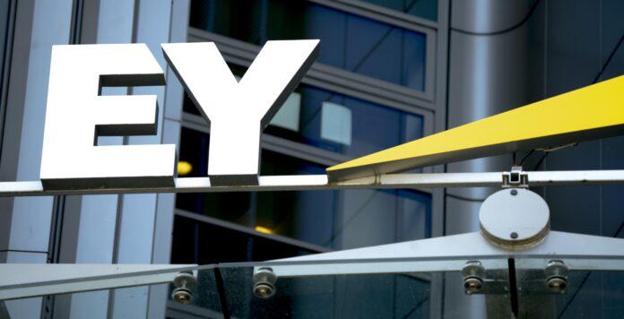 Anlegerschützer drohen EY im Wirecard-Skandal mit einer Klagewelle.