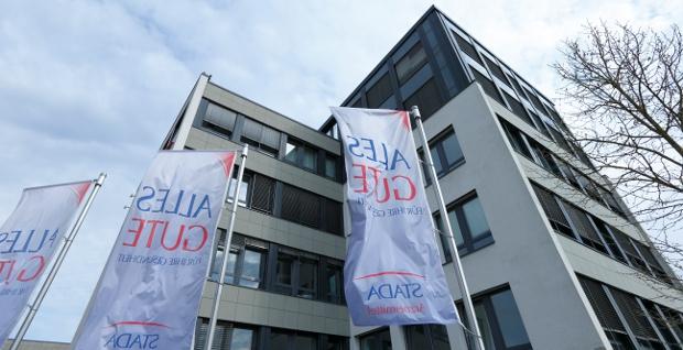 Angebot um fast 15 Prozent erhöht und Zuschlag erhalten: Die PE-Investoren Bain und Cinven dürfen Stada übernehmen.