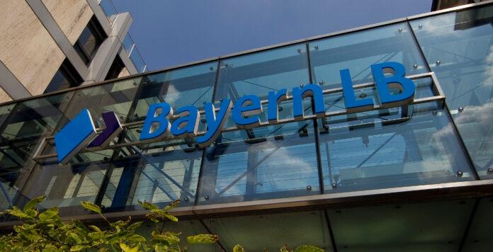 Die BayernLB zahlt ihre letzten staatlichen Hilfsgelder zurück und drängt wieder stärker ins Ausland.