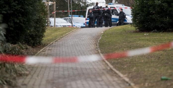 Tatort in Haan bei Düsseldorf: Hier haben zwei unbekannte Männer Innogy-CFO Bernhard Günther mit einer bisher noch unbekannten Säure angegriffen. Die Hintergründe der Tat sind unklar.
