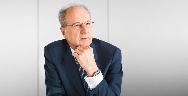 Volkswagen-Chefkontrolleur Hans Dieter Pötsch bleibt weitere fünf Jahre CEO und CFO in Personalunion bei der Porsche SE.