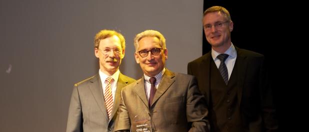 Peter Sielmann (Mitte) von der Neumann Gruppe ist CFO des Jahres 2012.