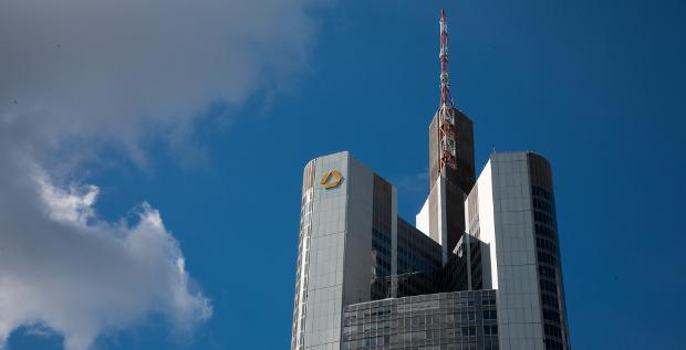 Gut im Mittelstand verankert, international mit Schwächen: So sehen CFOs laut einer FINANCE-Umfrage die Commerzbank.