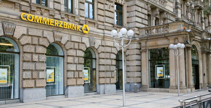Weil die Commerzbank an einer Kreditlinie für den insolventen Dax-Konzern Wirecard beteiligt war, muss sie nun offenbar 175 Millionen Euro abschreiben.