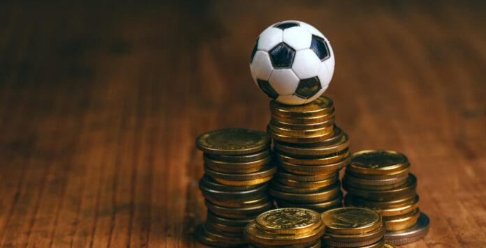 Geldregen für die Bundesliga? Die DFL prüft den Einstieg von Private Equity und könnte dadurch einen dreistelligen Millionenbetrag erlösen.