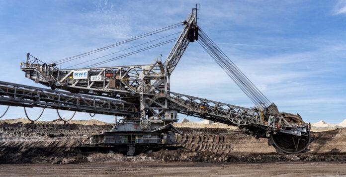 RWE versteigert eins der größten Landfahrzeuge der Welt bei Dechow.