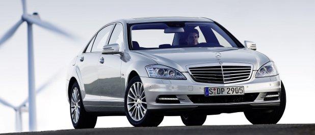Der Autohersteller Daimler will durch teilweises IT-Insourcing 150 Millionen Euro sparen.