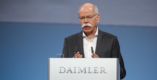 """""""Traumpartner"""" für den VfB Stuttgart: Daimler-Chef Dieter Zetsche fädelt den Einstieg des Autokonzerns bei dem Zweitligaklub ein. Doch noch hängt der Deal am Plazet der VfB-Mitglieder."""