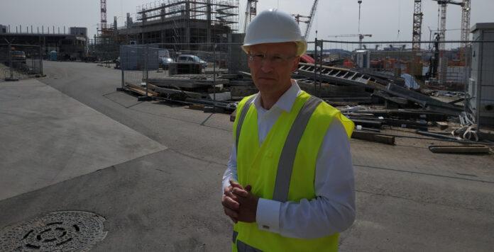 Stolzer Bauherr mit gemischten Gefühlen: Fraport-CFO Matthias Zieschang auf der Baustelle von T3
