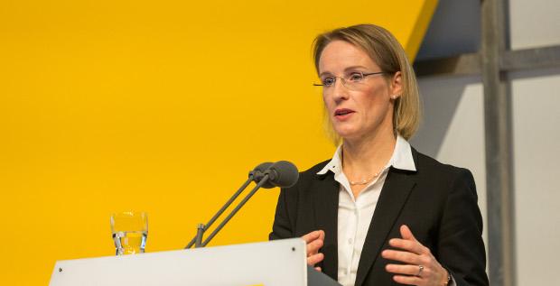 Deutsche-Post-CFO Melanie Kreis hätte bei einer Änderung der Vergütungsregeln bei dem Dax-Konzern wohl nichts zu befürchten.