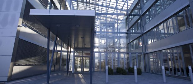 Deutz-Firmenzentrale in Köln: Der Motorenhersteller hat eine deftige Gewinnwarnung ausgegeben. Sind jetzt die Covenants in Gefahr?