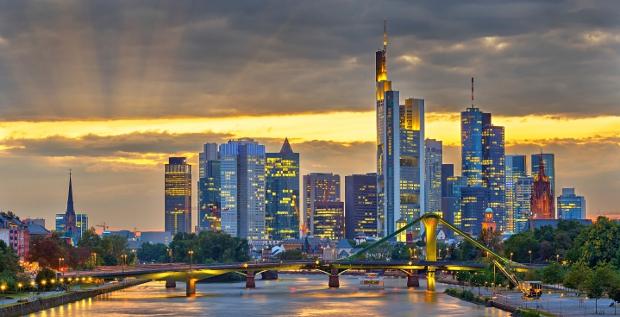 Frankfurter Skyline: Deutsche Banker verdienen weiter prächtig. Das beste Gehalt zahlt die Privatbank Berenberg.