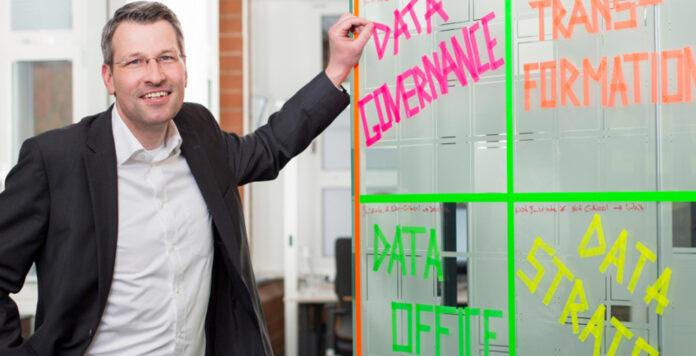 Axa-Deutschland-CFO Nils Kaschner ist von Excel auf die Cloud umgestiegen. Im nächsten Schritt möchte er künstliche Intelligenz im Controlling einsetzen.