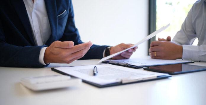 Bei Distressed M&A drohen dem Verkäufer auch im Nachgang noch Haftungsrisiken. Wer bei den Verhandlungen einige Punkte beachtet, kann sich schützen.