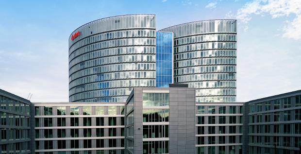 Viel los bei E.on: Am neuen Hauptsitz in Essen soll gespart werden und zur Finanzierung der Atom-Zahlungen will der Energieversorger frisches Kapital aufnehmen.