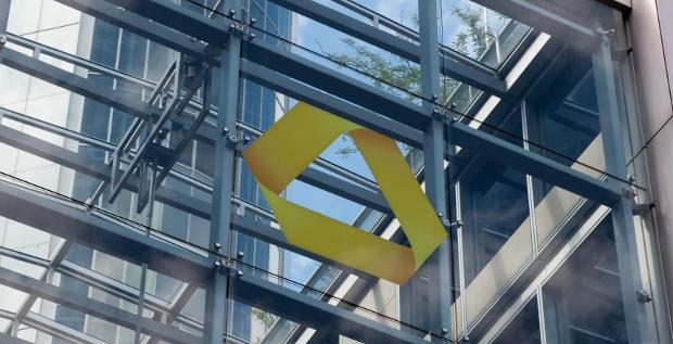 Die Commerzbank hat ihr Prüfungsmandat neu ausgeschrieben. Aller Voraussicht hat Ernst & Young (EY) das Mandat gewonnen.