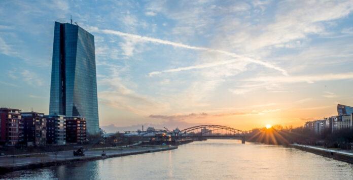 Die Europäische Zentralbank begegnet der Corona-Krise mit zunehmender Stärke. Nun hat sie ein enormes Anleihekaufprogramm ausgerufen.