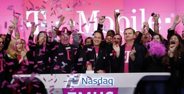 Gute Stimmung gab es beim T-Mobile-Vorstand auch schon im vergangenen Jahr. Hier feiert das Management gerade den Wechsel des Aktienlistings an den Nasdaq und die guten Zahlen des 3. Quartals.