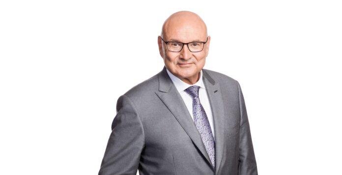 Edgar Ernst, Präsident der Deutschen Prüfsteller für Rechnungslegung (DPR), tritt zum Jahresende zurück.