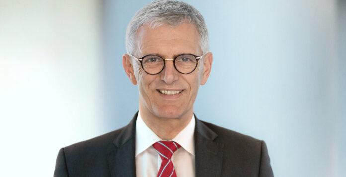 Karl Manfred Lochner geht davon aus, dass ESG in der Unternehmensfinanzierung bald zum Standard wird. Im FINANCE-Interview erklärt er, welche Entwicklung er erwartet.