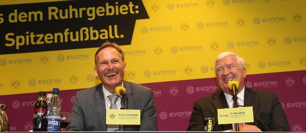 BVB-Chef Hans-Joachim Watzke und Evonik-CEO Klaus Engel haben gut lachen: Mit 27 Millionen Euro steigt Evonik bei Borussia Dortmund ein.