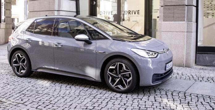 Auch Volkswagen setzt auf Green Finance. Der Autobauer hat Green Bonds über 2 Milliarden Euro begeben. Das Geld fließt unter anderem in die Entwicklung des Modells ID.3.