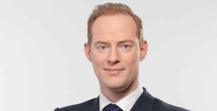 Der erfolgreiche Adesso-CFO Christoph Junge tritt ab, in seine Fußstapfen tritt nun der 41-jährige Jörg Schroeder. Er übernimmt zu einer Zeit, in der der Glaube an das Wachstumspotential des Börsen-Highflyers nachzulassen scheint.