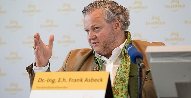 Medienberichten zufolge will Solarworld-Gründer Frank Asbeck den insolventen Photovoltaikkonzern selbst kaufen. Er hofft auf Unterstützung aus Katar.