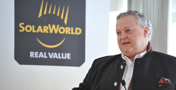 Solarworld-Gründer Frank Asbeck hat offenbar einen zweistelligen Millionenbetrag in den Photovoltaikkonzern gesteckt, um die Bonner zu retten.