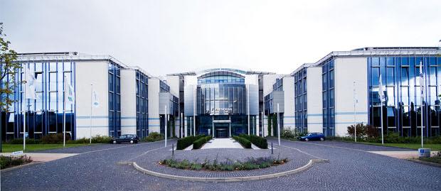 Der Gesundheitskonzern Fresenius hat über eine Anleihe 300 Millionen Euro eingesammelt.