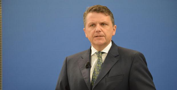 Der Dealmaker kauft wieder zu: Fresenius-Chef Stephan Sturm kündigt die Übernahmen von Akorn und der Biopharmazeutika-Sparte von Merck an.