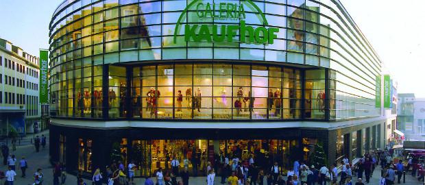 Galeria Kaufhof geht an HBC. Metro-CFO Mark Frese freut sich über positive Finanzeffekte durch den M&A-Deal.