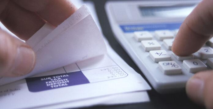 Buchhalter sind von der Digitalisierung bedroht. Wer den Stellenabbau überlebt, kann sich aber über gute Gehaltsaussichten freuen.