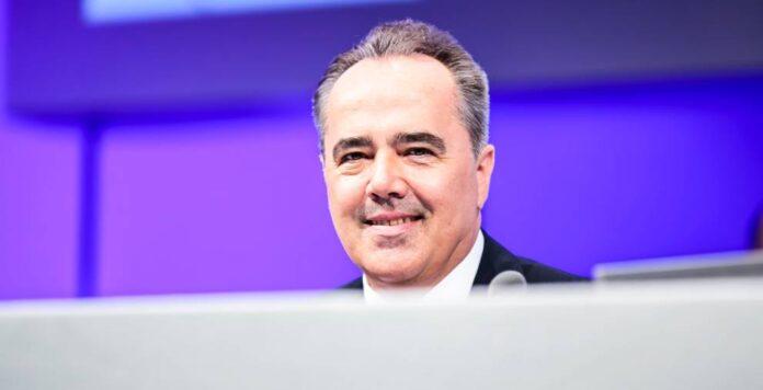 Der langjährige Stada-CFO Helmut Kraft erhielt eine Abfindungszahlung von fast 1 Million Euro. Er musste im Juli 2017 seinen Posten räumen.