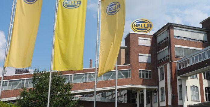 Die Eignerfamilie Hueck prüft offenbar den Verkauf ihrer Mehrheitsbeteiligung am Automobilzulieferer Hella.