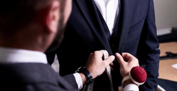 Bei dem Anzughersteller Hugo Boss wird CFO Yves Müller von Herbst an interimistisch die Geschäfte führen.