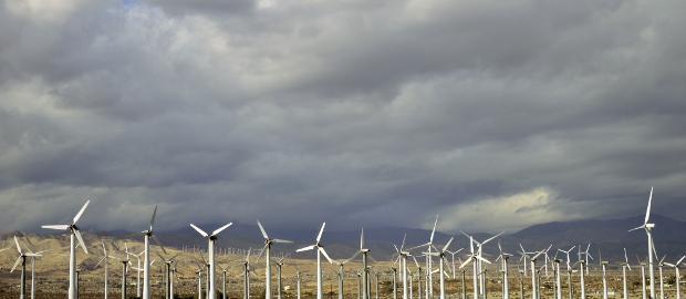 Dunkle Wolken stehen über Juwi: Der Windparkprojektierer braucht dringend Eingekapital. Dieses könnte von MVV Energie kommen, dass an einer Mehrheit an Juwi interessiert sein soll.