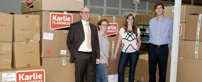 Karlie Group-CFO Rainer Uhlhorn (links) im Einsatz: Diesmal für Tierheimspenden in den Hochwassergebieten.