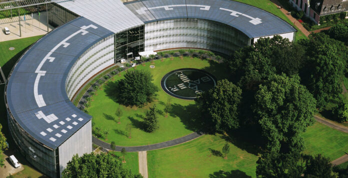 Bayer steht unter Druck: Der Hedgefonds Elliott bestätigt, dass er 2 Prozent der Anteile hält. Könnte eine Aufspaltung drohen?