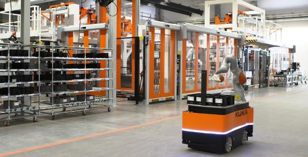 Die Roboter von Kuka sind heiß begehrt. Sowohl der deutsche Anlagenbauer Voith, als auch der chinesische Haushaltsgerätehersteller Midea verfolgen mit Kuka strategische Ziele.