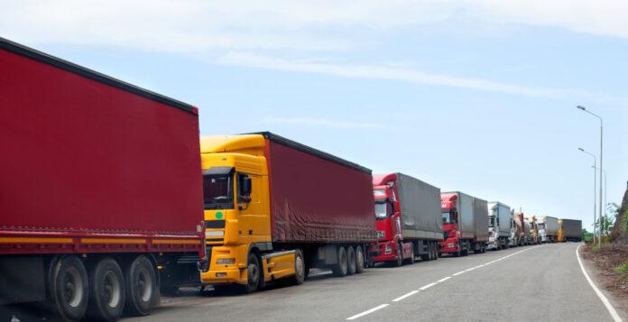 LKWs stauen sich an den Grenzen: Sind die Lieferketten irgendwie noch zu retten?