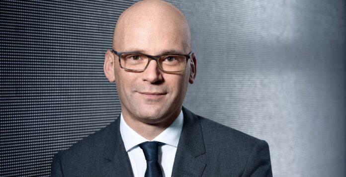 Nach 18 Jahren bei Hugo Boss wird Mark Langer ab Mai neuer CFO der Parfümeriekette Douglas.