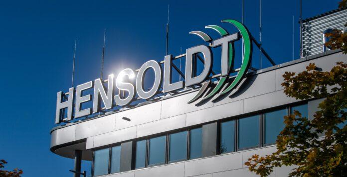 Der italienische Rüstungs- und Luftfahrtkonzern Leonardo steigt mit einer Minderheitsbeteiligung von 25,1 Prozent bei dem deutschen Radar- und Verschlüsselungstechnik-Hersteller Hensoldt ein.