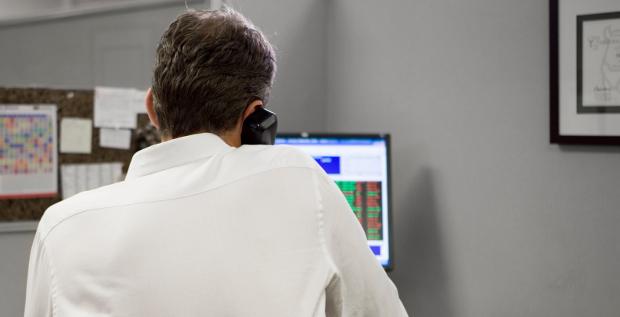 Betrüger geben sich immer häufiger als Chef aus und bringen Mitarbeiter der Finanzabteilung dazu Millionen auf ihr Konto zu überweisen. 110 Millionen Euro wurden seit 2013 von deutschen Unternehmen so erbeutet.