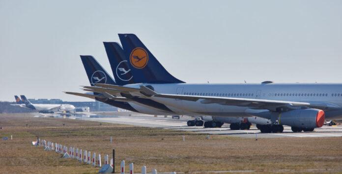 Geparkt: Die Coronakrise legt das Geschäft der Lufthansa lahm.