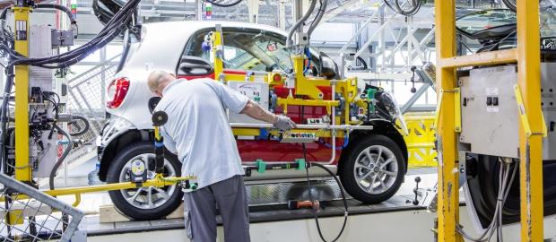 Daimler hat seine restliche Beteiligung an Tesla verkauft – die Zusammenarbeit soll aber weiter bestehen.