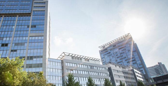 Finanzinvestor Advent sichert sich in einem Milliardendeal das Methacrylat-Geschäft von Evonik.