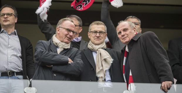 Spitzenreiter in der Managementqualität unter den deutschen Fußballklubs – aber nur denkbar knapp: Die Führungsriege von Bayern München mit Finanzchef Jan-Christian Dreesen (Mitte)